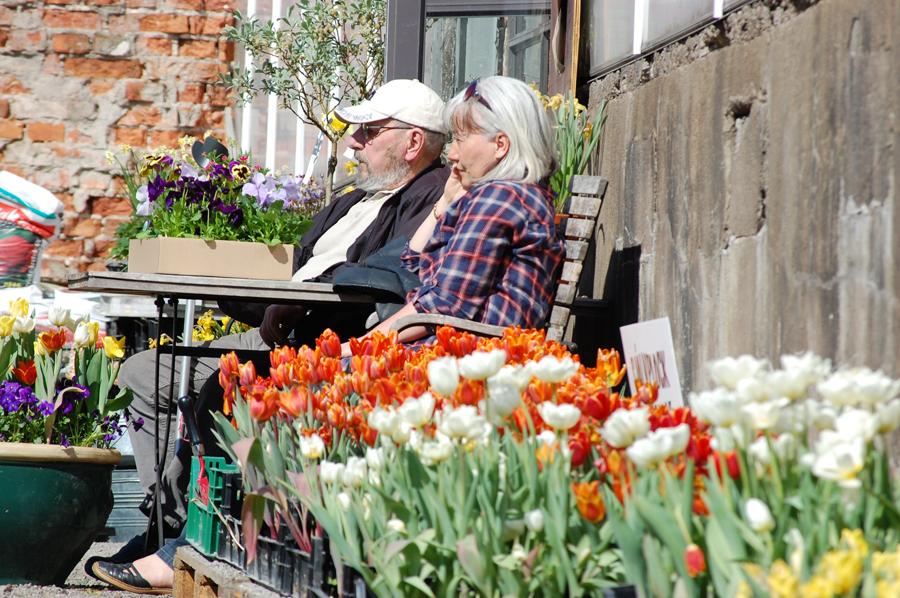 Jag hoppas att Joakim och jag är ett lika fint par, som fikar på handelsträdgårdar i den åldern
