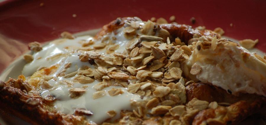 Ugnspannkaka.m.vaniljyoghurt,  wienernougatglass & müsli