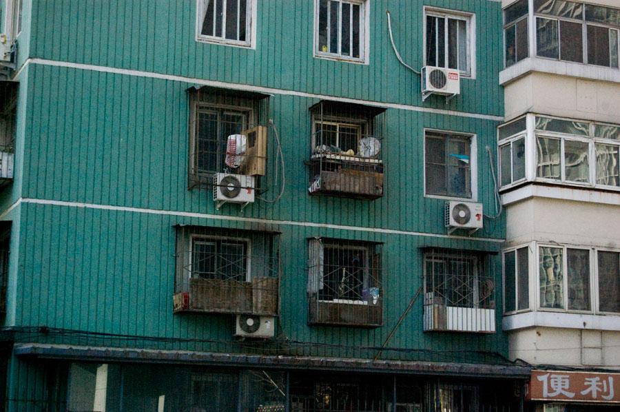 Kinesiskt höghus, står ett på andra sidan vägen våran lyxkåk