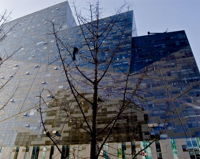 Kontorsbyggnaden. Nånstans ganska åt vänster tror jag Joakim befinner sig, på våning 10