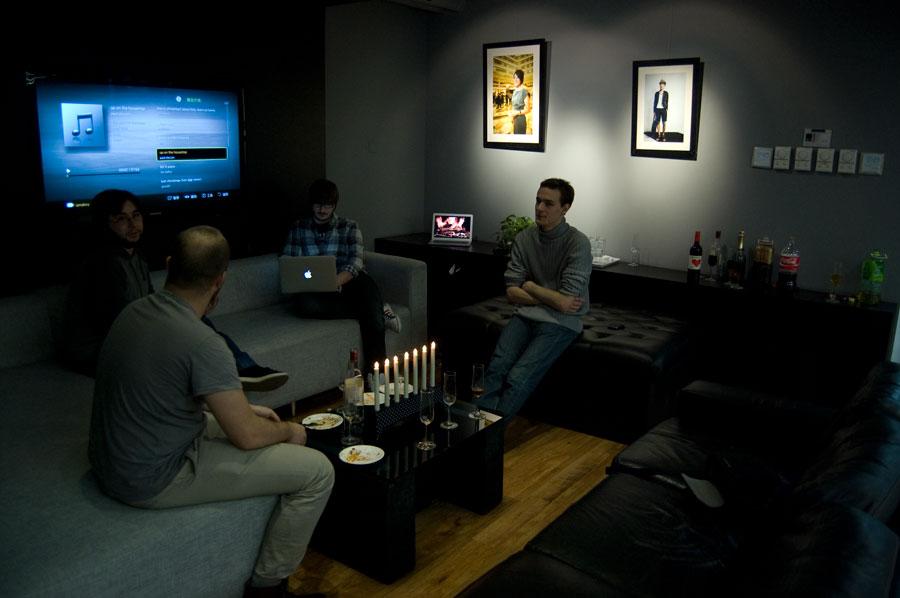 De som satt här på sofforna var programmerare pch planerare, de andra satte sig ganska snabbt igen  vid sina datorer