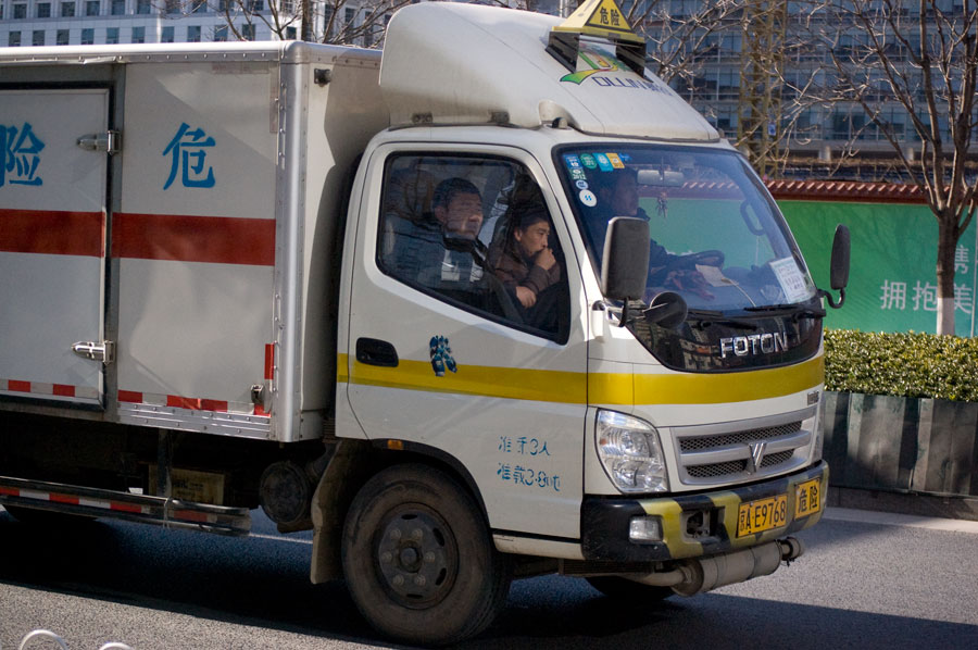 Lastbilschaffisar som stod utanför våran byggnad